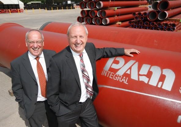 Rushlift's Chairman, Peter Cosgrove (left) with Denis Wellfare (Saint-Gobain)